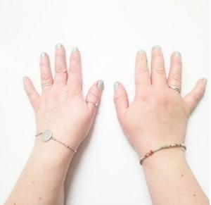 les mains de UN LOTUS BLEU pour il etait une fois dix doigts